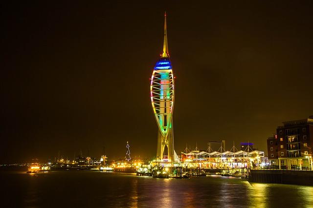 Portsmouth éjszakai fényei