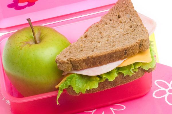 A gyermekek számára biztosítsuk az egészséges ételeket a hét minden napján!