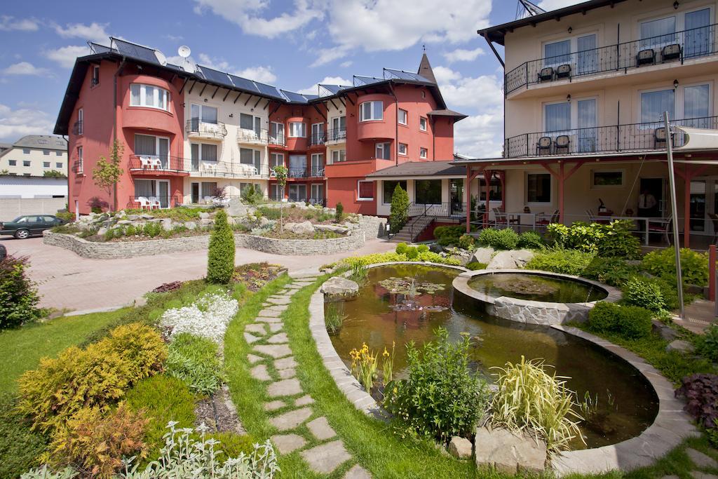 Tökéletes pihenést és relaxációt biztosít Budapesten a családias hangulatú Szőnyi Hotel.