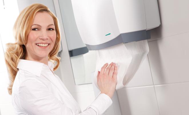 Kéztörlő adagolókat javasolt a háztartások fürdőszobájába is felszereltetni!
