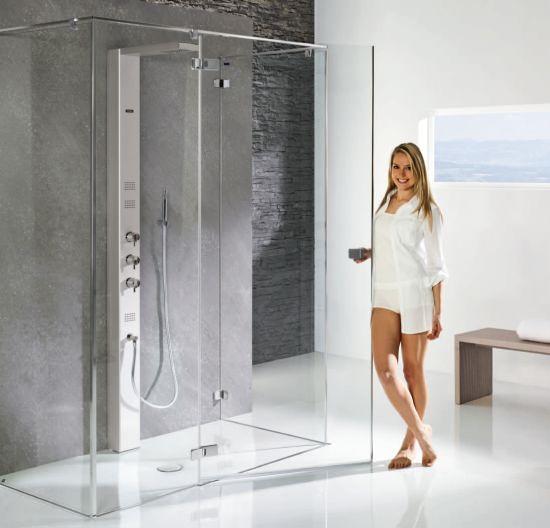 Egy üveg zuhanykabin bármilyen stílusú fürdőszobában megállja a helyét.
