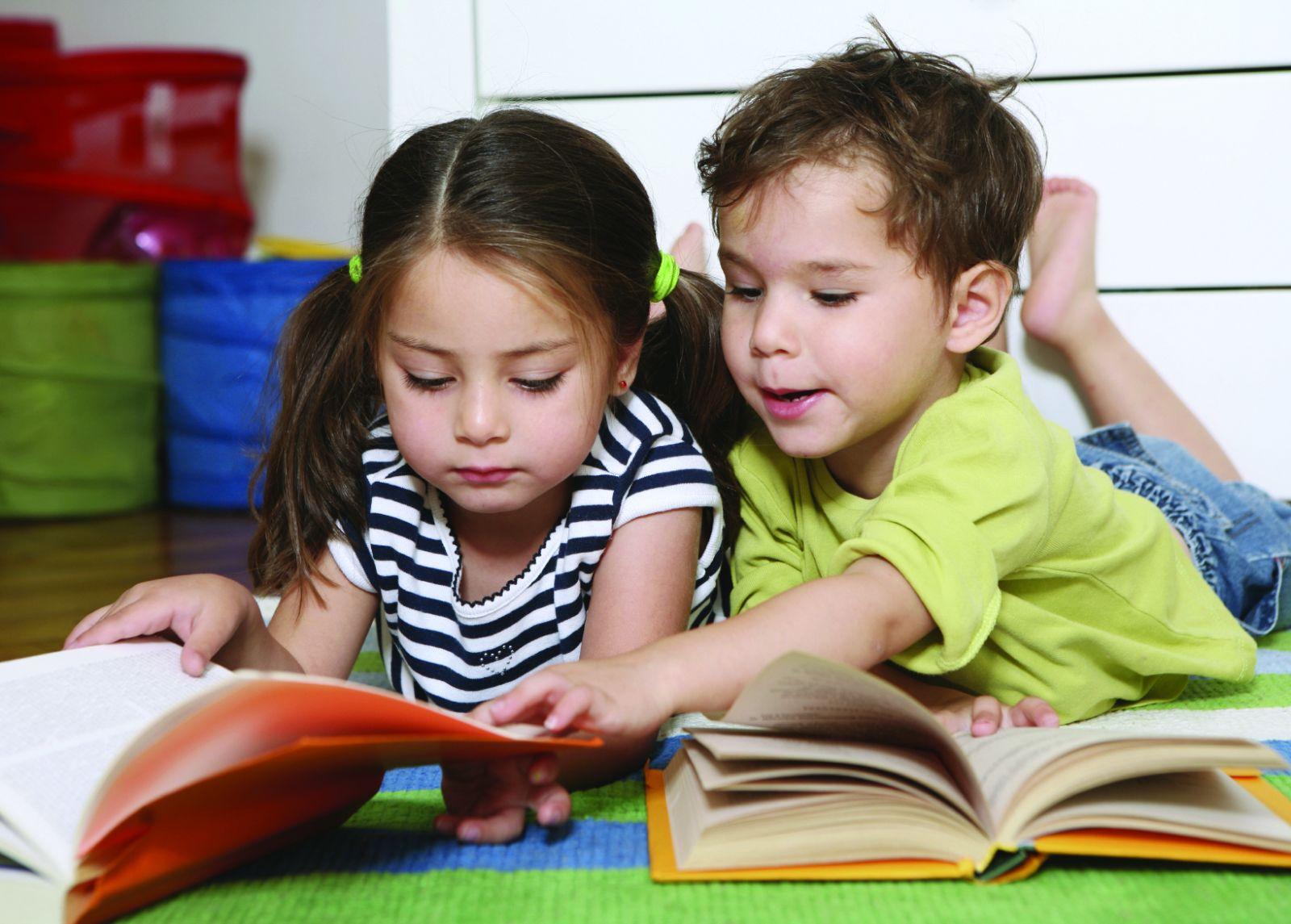 Az ismeretterjesztő könyvek pozitívan hozzájárulnak a gyermekek fejlődéséhez.