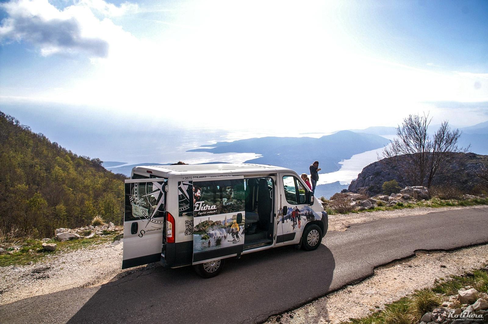A mikrobusz bérlés kiváló lehetőség egy nagyobb családi utazáshoz.