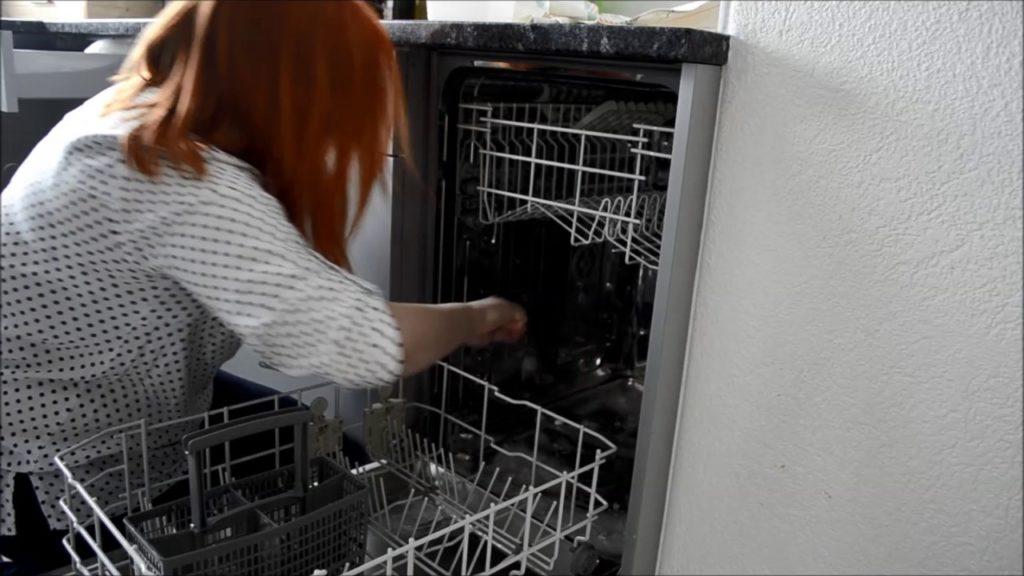 Fontos a mosogatógép rendszeres tisztítása elengedhetetlen.